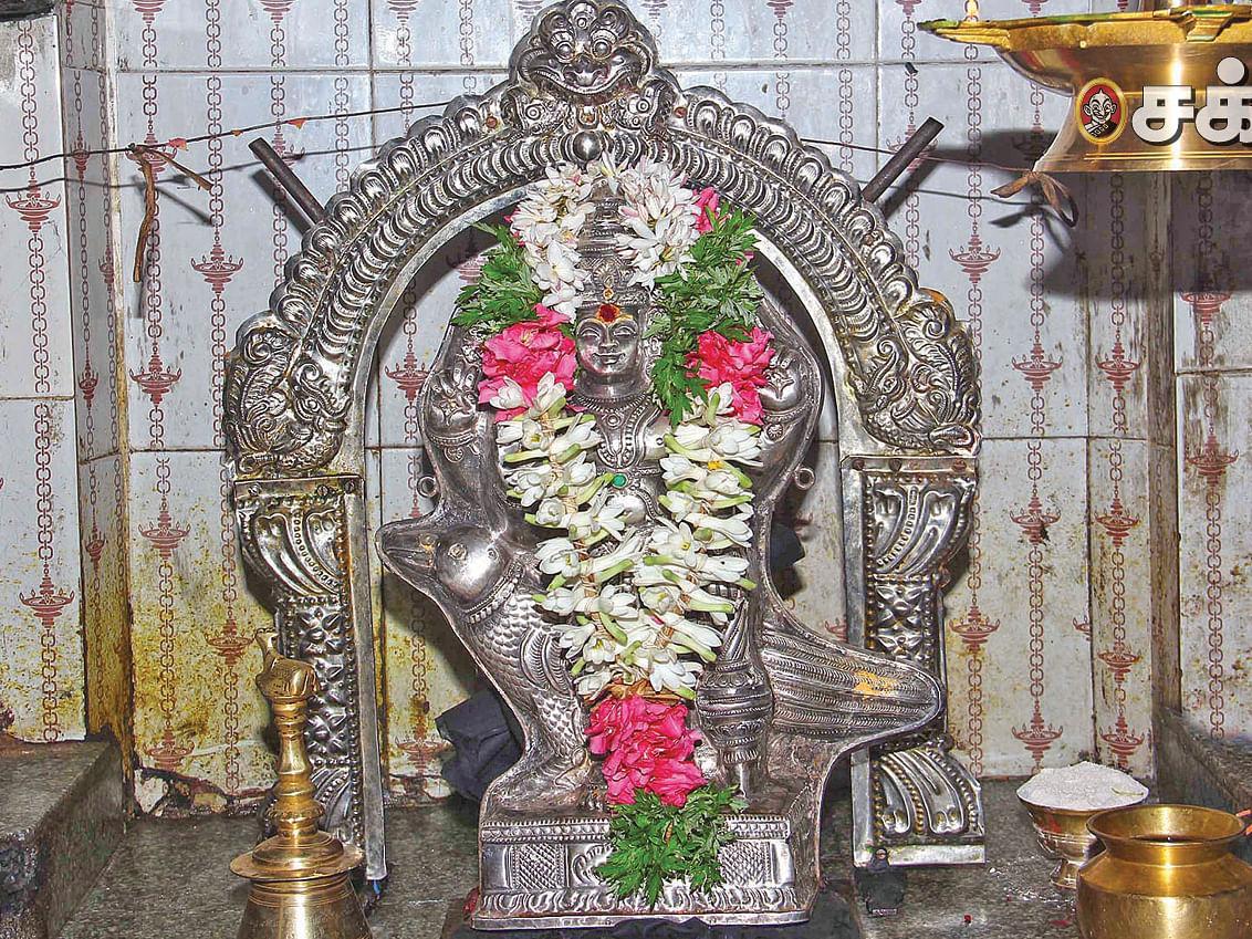 குரு சந்திர யோகம்... சனிதோஷம் நீக்கும் ஜேஷ்டாதேவி வழிபாடு... வீட்டில் செய்யலாமா?