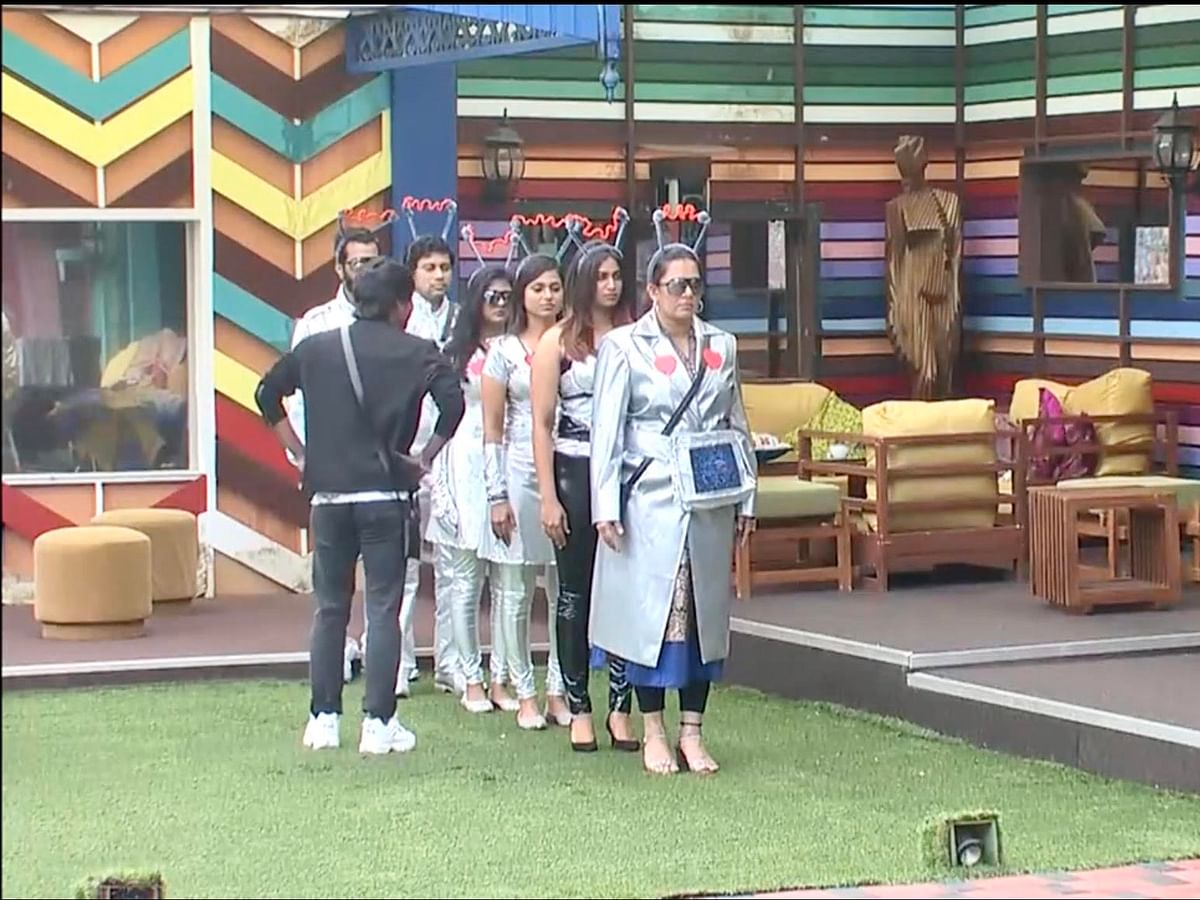 BIGG BOSS TAMIL Season 4, DAY 65 Review: Luxury points task- Robot vs Human!