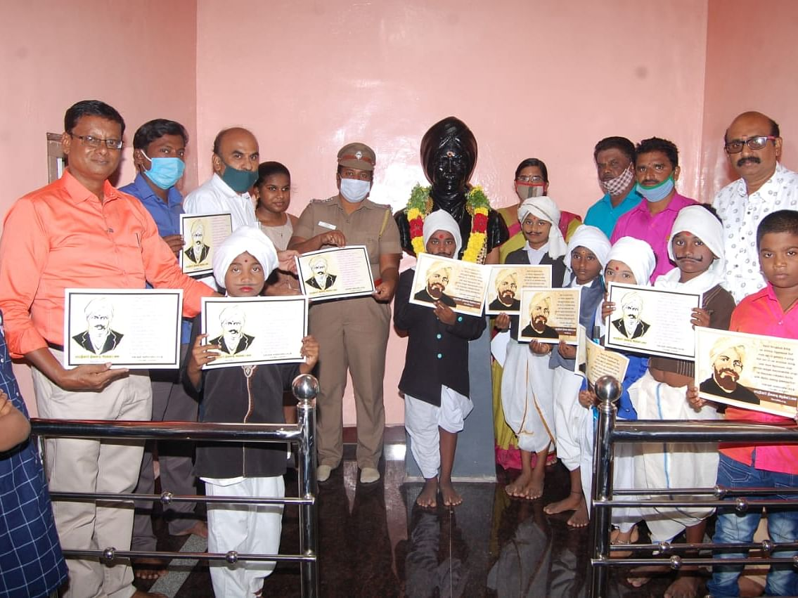 பாரதியார் பிறந்தநாள்: `கட்டாயக் கல்வியை உறுதி செய்வோம்!'– எட்டயபுரத்தில் உறுதியேற்ற இளம் பாரதிகள்