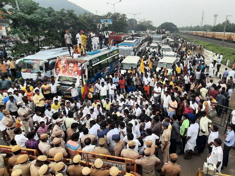பா.ம.க போராட்டத்தில் நடந்த ரகளை குறித்து என்ன நினைக்கிறீர்கள்? #VikatanPoll
