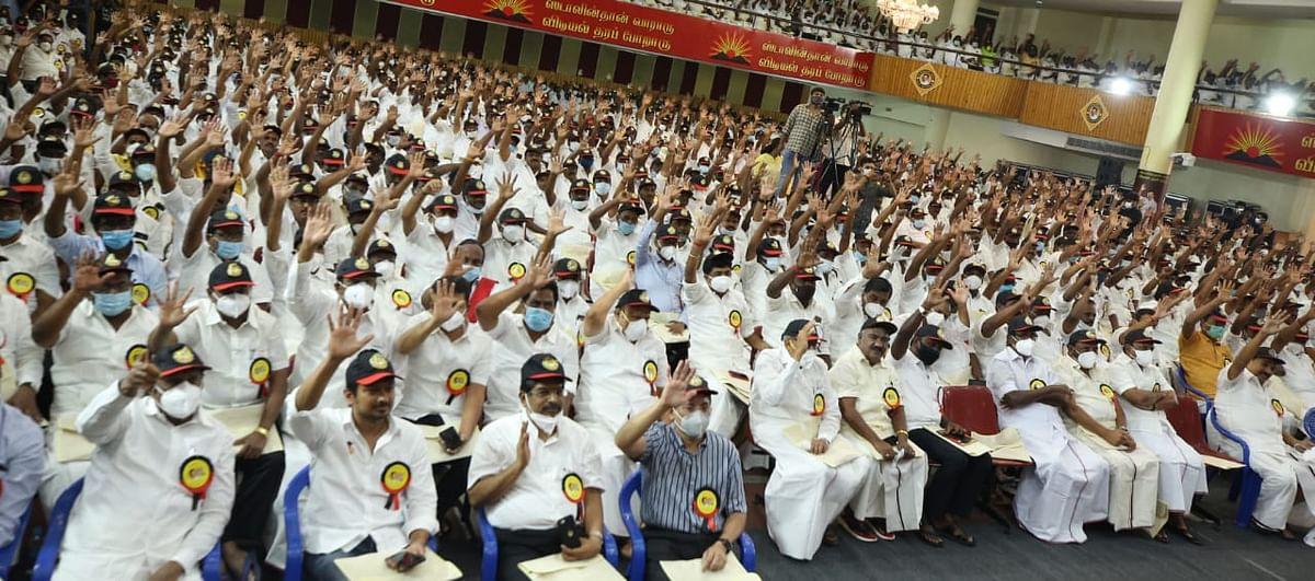 `சிலரைக் கட்டாயப்படுத்தி கட்சி தொடங்கவைக்கின்றனர்; மிஷன் 200!' - நிர்வாகிகள் கூட்டத்தில் ஸ்டாலின்