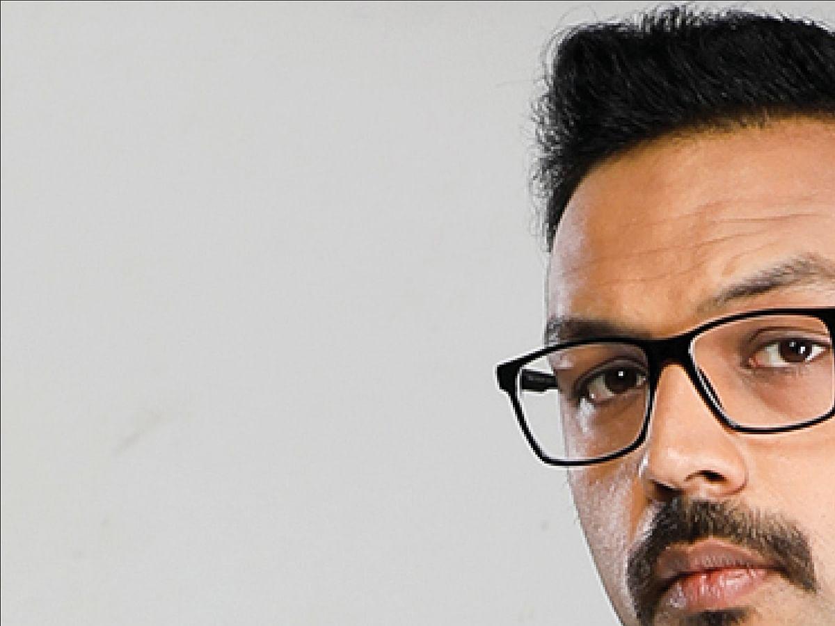 விகடன் TV: நானா, மாமனாரா?