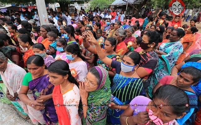 ராமேஸ்வரம்: `சிறைப்பிடிக்கப்பட்ட மீனவர்களை மீட்டுத் தாருங்கள்!' - குடும்பத்தினர் கோரிக்கை