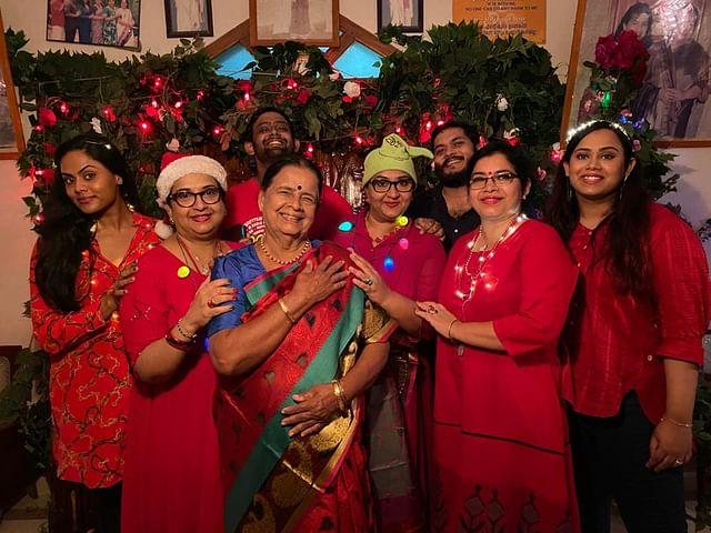 அம்மா, அக்காக்களுடன் ராதா