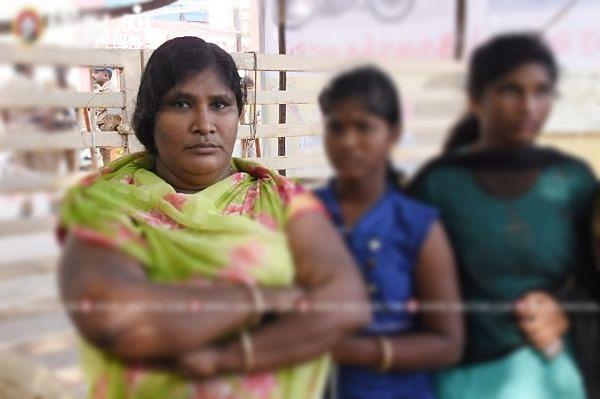 குடியரசு விழா மைதானத்தில் சுமன் குடும்பத்தினர்