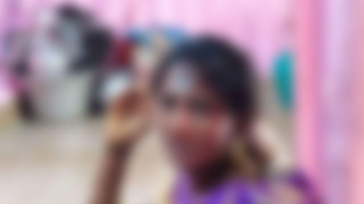 போலீஸை மிரட்டிய பெண் உஷா