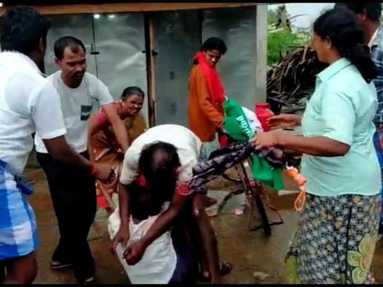 திண்டுக்கல்: ரூ.150 பாக்கி - சண்டைக்களமாக மாறிய டீக்கடை!