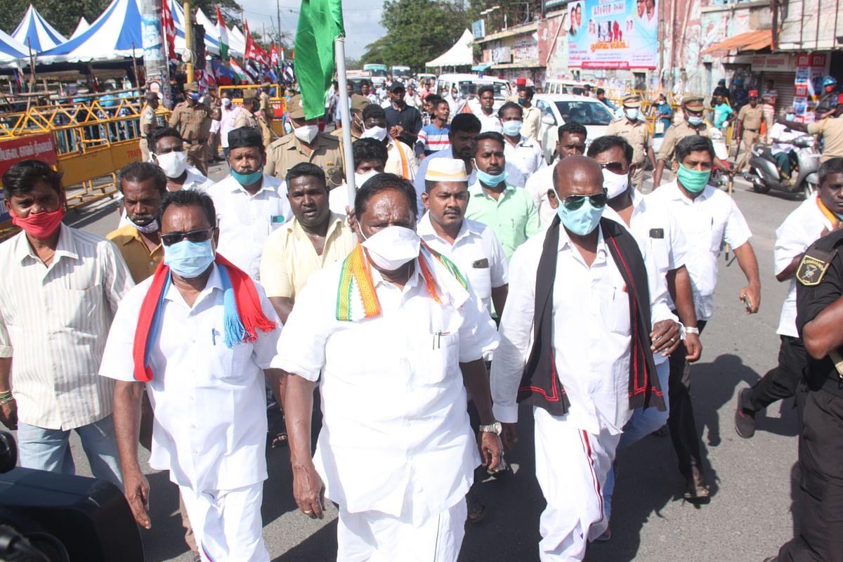 போராட்டக் களத்தில் முதல்வர் நாராயணசாமி