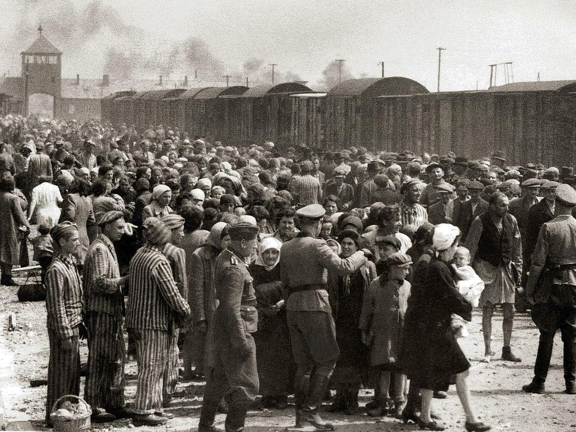 60 லட்சம் மக்கள் கொல்லப்பட்ட ஹிட்லரின் Auschwitz படுகொலைகள்... வரலாற்றில் இன்று நடந்தது என்ன?!