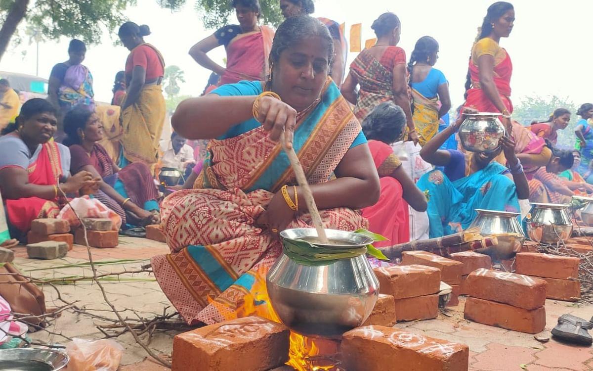 ராமநாதபுரம்:`பானை இங்கே... கரண்டி எங்கே?'- பா.ஜ.க-வின் பொங்கல் விழாவில் பெண்கள் கேள்வி!