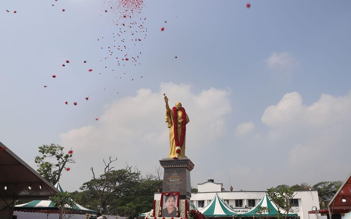 ஜெயலலிதா நினைவு இல்லம் டு சிலை திறப்பு...  மெரினாவில் நம்ம சென்னை! #PhotoAlbum