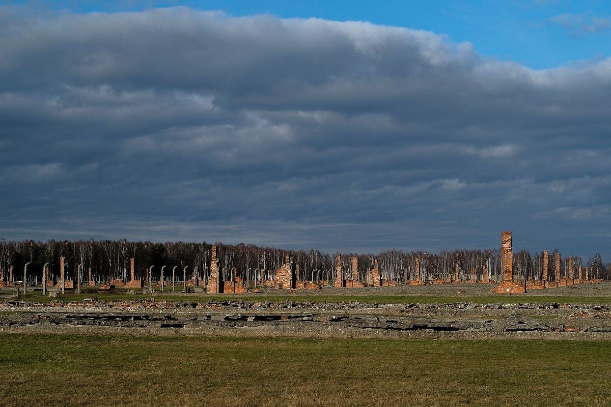 நாஜி படுகொலைகளை நிகழ்த்திய இடம்   Nazi death camp of Auschwitz Birkenau or Auschwitz II. in Oswiecim, Poland