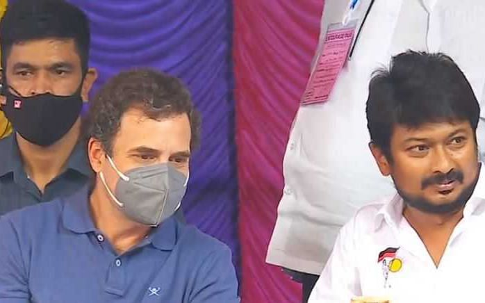அவனியாபுரம் ஜல்லிக்கட்டை நேரில் கண்டு ரசித்த ராகுல் காந்தி #NowAtVikatan