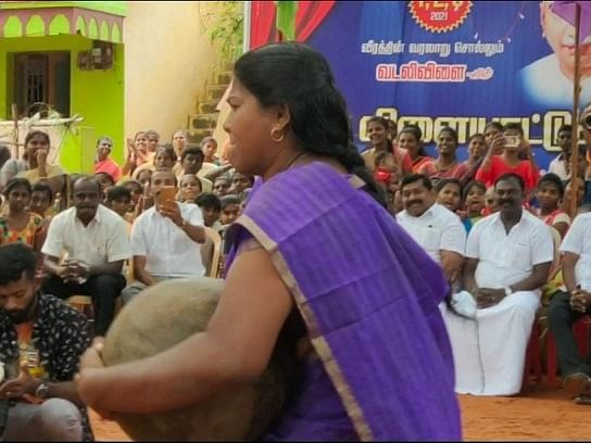 நெல்லை: `ஆட்டத்துக்கு நாங்களும் வரலாமா?' - இளவட்டக் கல் தூக்கும் போட்டியில் கலக்கிய பெண்கள்