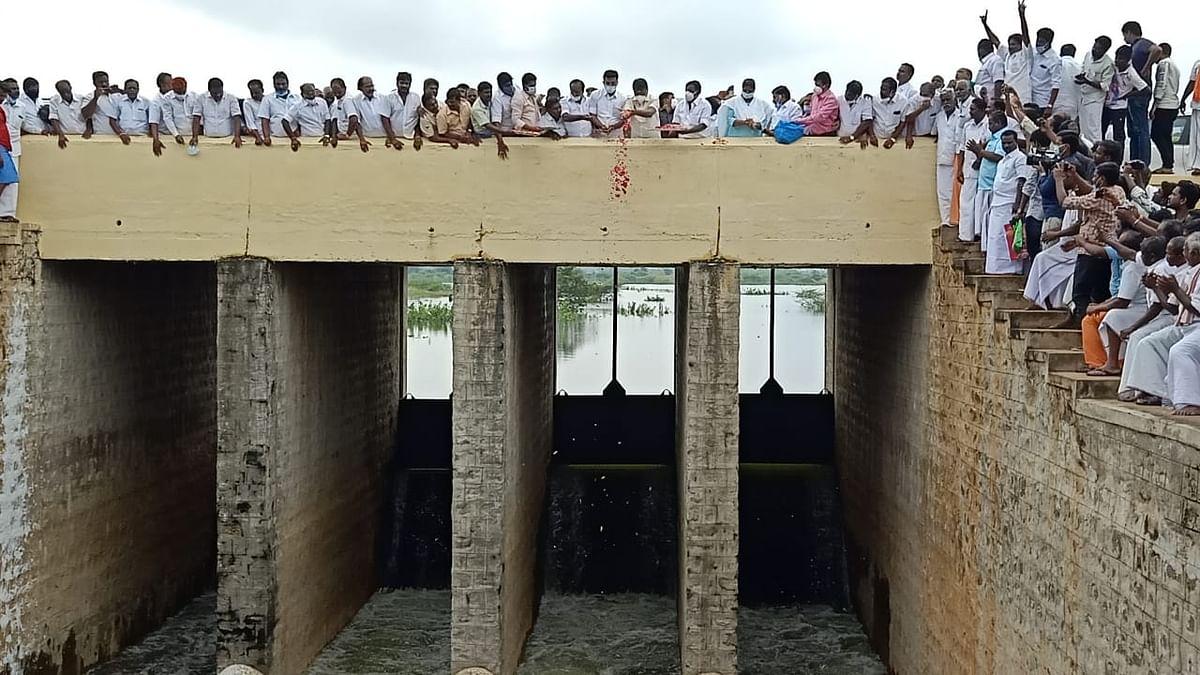 58 கிராம பாசனக் கால்வாய்.