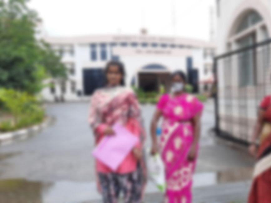 கரூர்: `சாதியால் கணவரைப் பிரிச்சுட்டாங்க!' - கண்ணீர்விட்ட கர்ப்பிணி