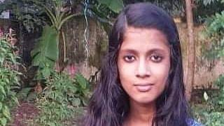 கவிதை எழுதிய மாணவி சினேகா