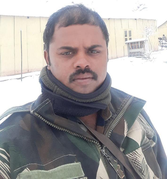 வீர மரணம் அடைந்த பழனி.