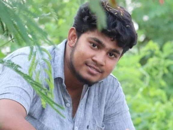 கரூர்: கல்லால் அடித்த கும்பல் ; `இது ஆணவக்கொலை?!' - கதறும் இளைஞரின் உறவினர்கள்
