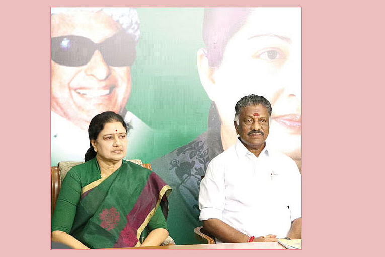சசிகலாவுக்கு ஆதரவாகப் பன்னீர்... தேவர் ஜெயந்தியில் புதுத் திட்டம்?! #VikatanExclusive