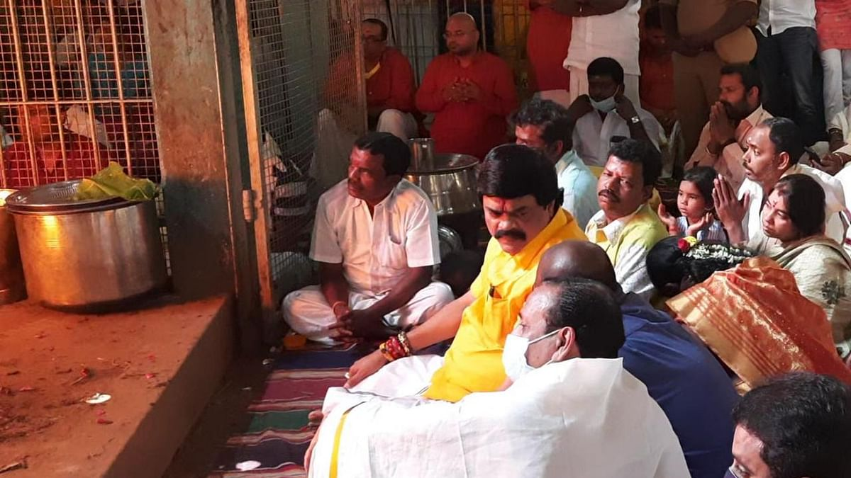 யாக பூஜையில் ராஜேந்திர பாலாஜி