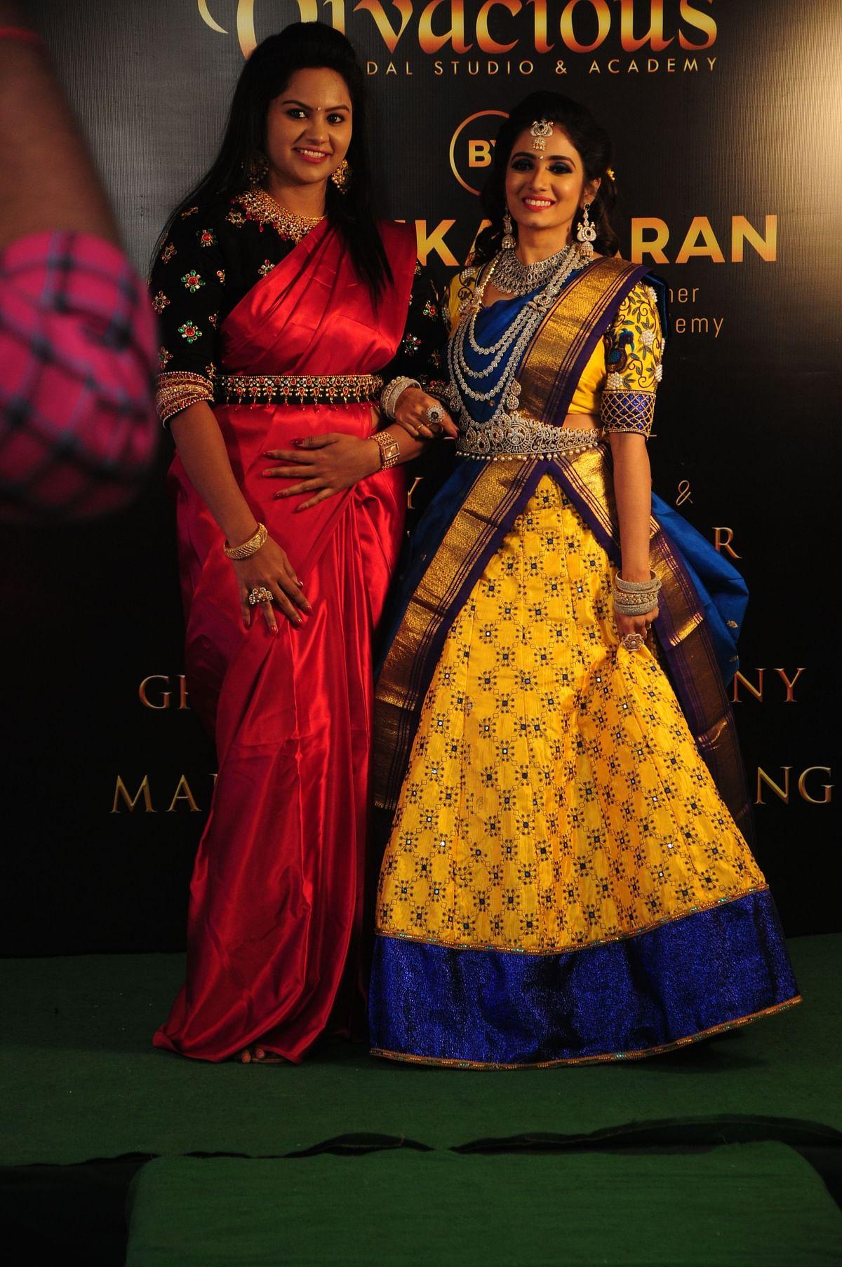 பயிற்சியாளர் தீபிகாசரணுடன்ஸ்ரீதிக்கா சனீஷ்