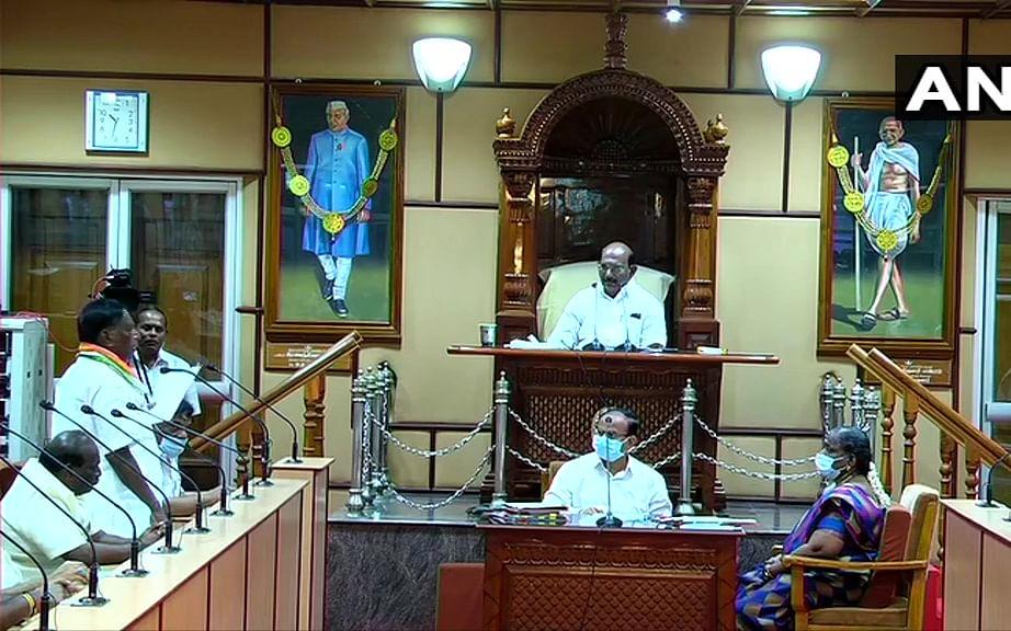 புதுச்சேரி: `நம்பிக்கை வாக்கெடுப்பில் தோல்வி' - நாராயணசாமி அரசு கவிழ்ந்தது! #NowAtVikatan