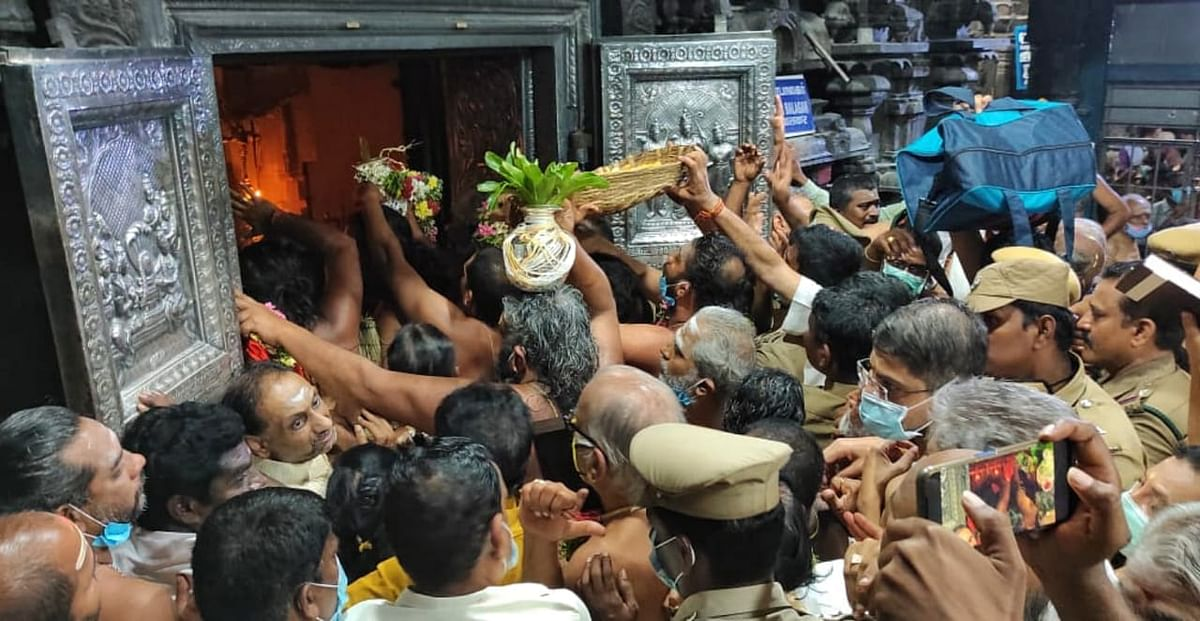 விஜயேந்திரரை அனுமதிக்க கோரி வாக்குவாதம்.
