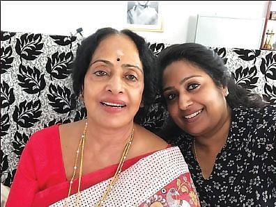 மகளுடன்கே.ஆர்.விஜயா