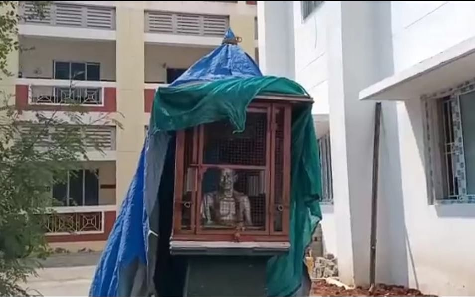 70 ஆண்டுக்கால சிலை அகற்றம் ஏன்; கொதிக்கும் ஜோதிமணி - கரூரைக் கதிகலக்கும் `காந்தி சிலை' அரசியல்