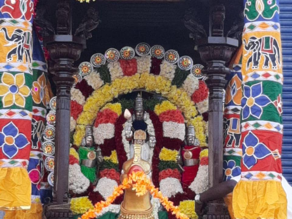 திருத்தணியில் 11 மாதங்களுக்குப் பிறகு சுவாமி வீதி உலா... கொடியேற்றத்துடன் தொடங்கியது பிரம்மோற்சவம்!