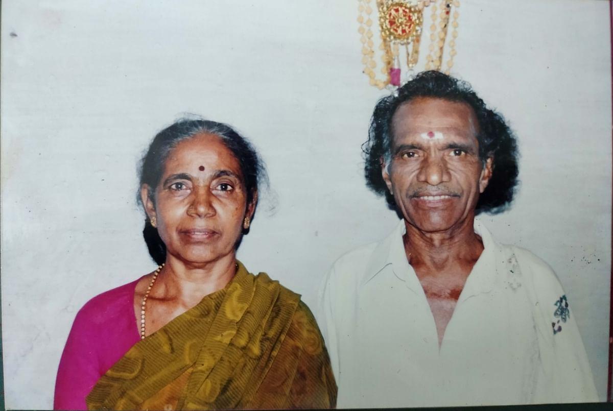தேக்கம்பட்டி சுந்தர்ராஜன் மனைவியுடன்...