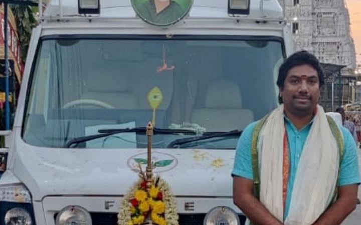 `ஓ.பி.எஸ் பிரசார வேனில் வேல்!' - திருப்பதியில் பூஜைபோட்ட ஜெயபிரதீப்