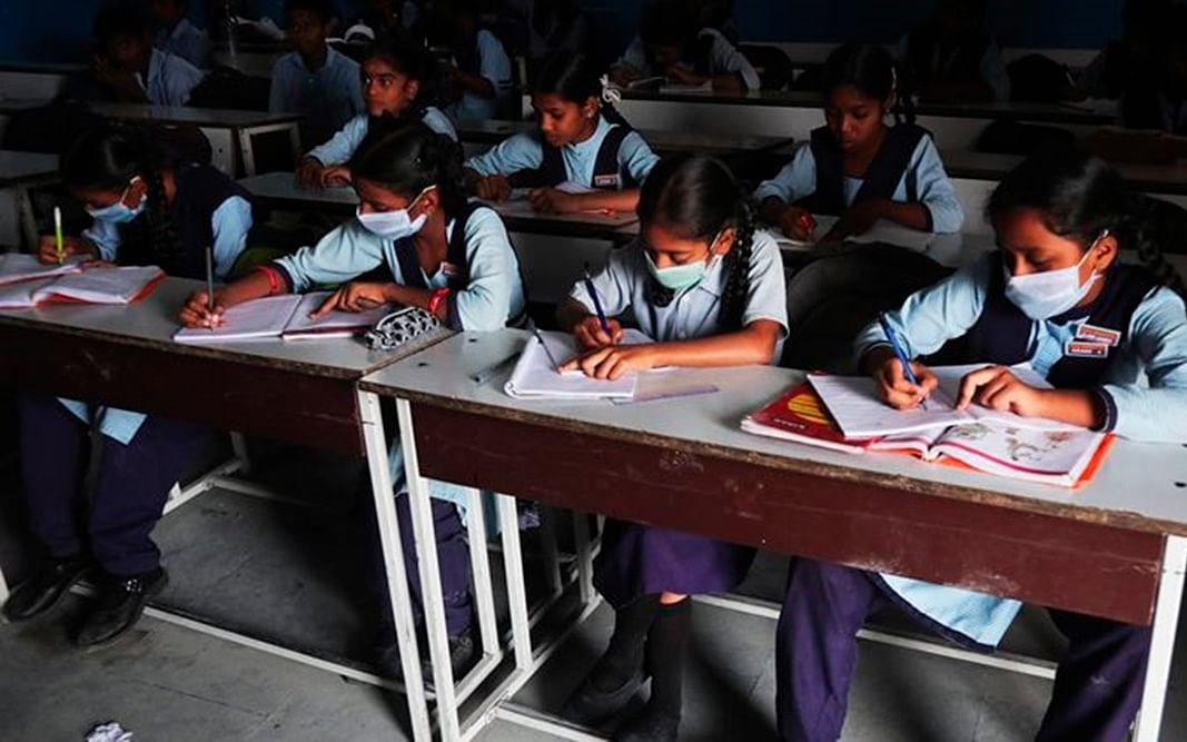 ஒரே பள்ளியைச் சேர்ந்த 229 மாணவர்களுக்குத் தொற்று! - கொரோனா அலர்ட்டில் மகாராஷ்டிரா