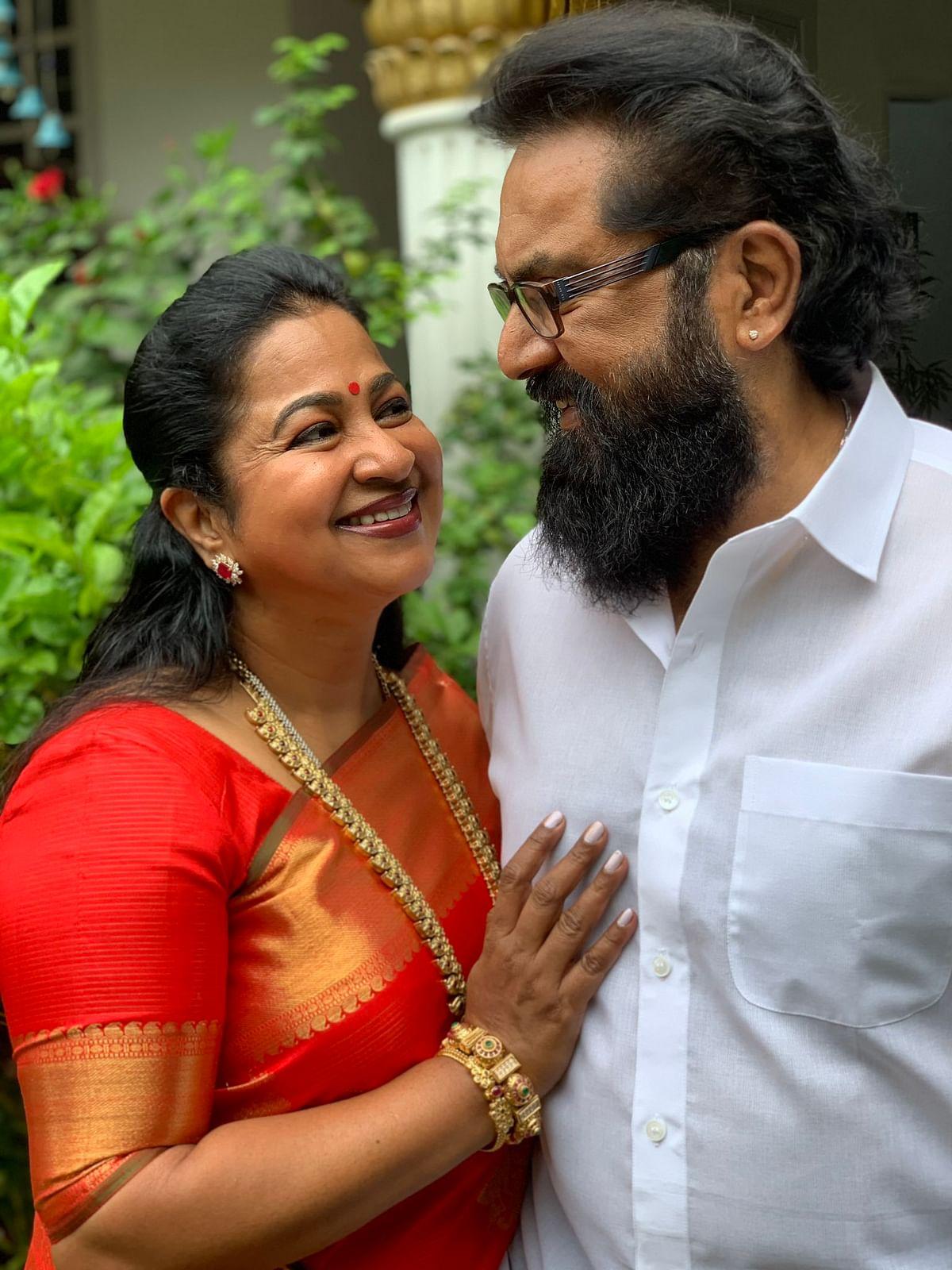கணவருடன் ராதிகா