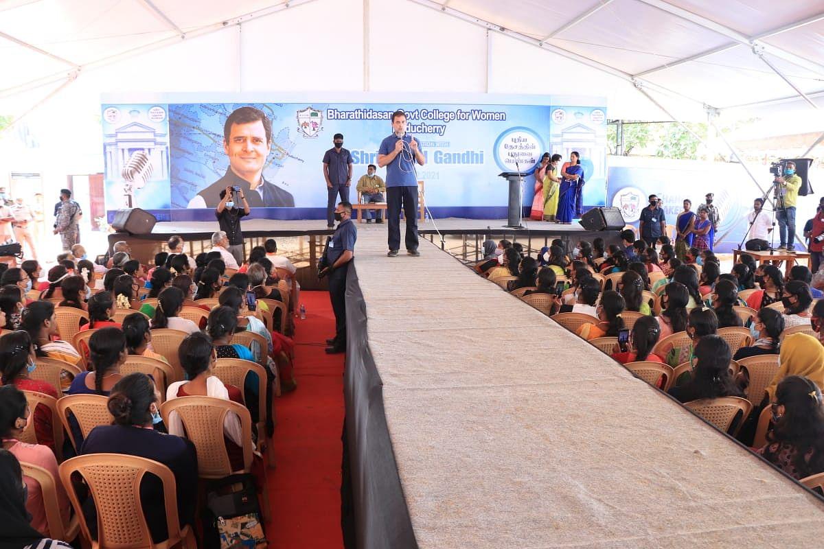 கல்லூரி மாணவிகளிடம் கலந்துரையாடிய ராகுல் காந்தி