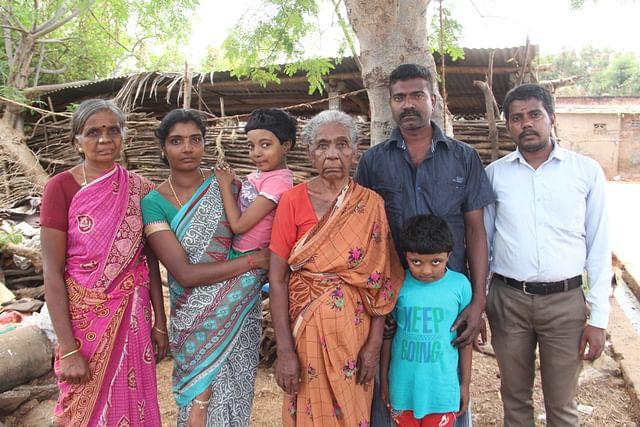 தேக்கம்பட்டி சுந்தர்ராஜன் குடும்பத்தினர்