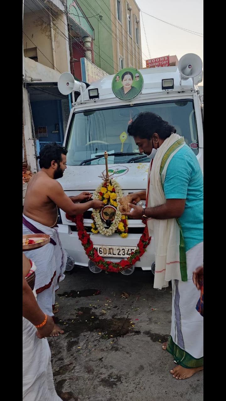 ஓ.பி.எஸ் பிரசார வேன்