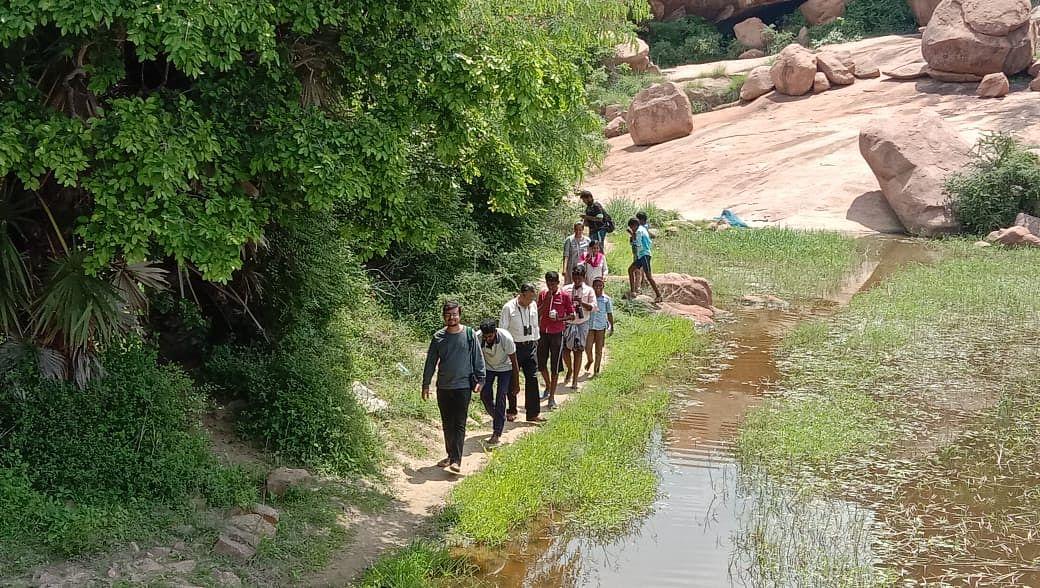 அரிட்டாபட்டி கிராமத்தில் சுற்றுலா செல்லும் போது...