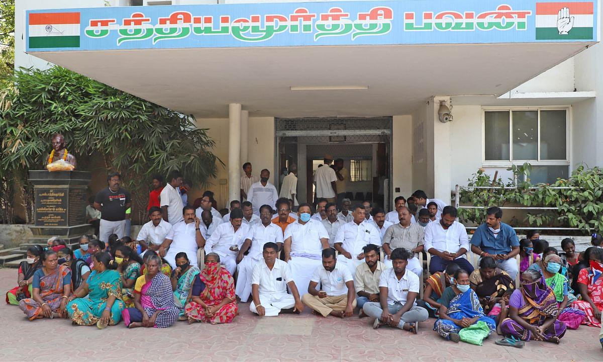 காங்கிரஸில் களைகட்டிய சீட் குஸ்தி