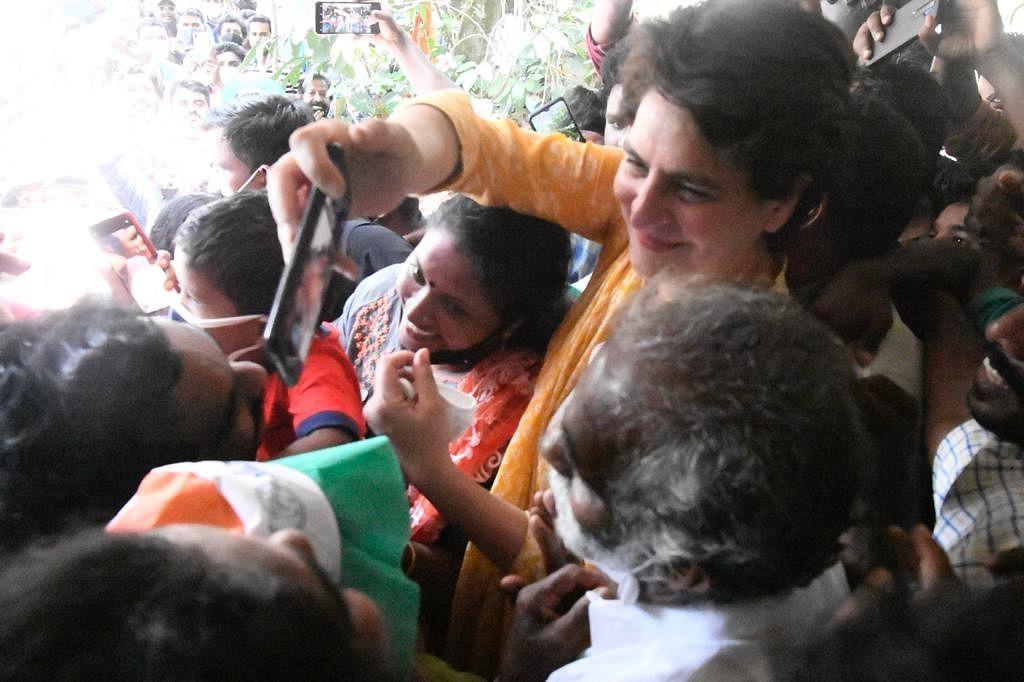 வேட்பாளர் வீட்டில் பிரியங்கா காந்தி
