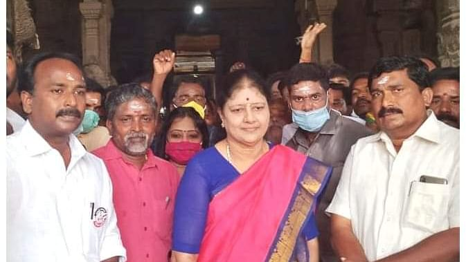 மதுரை மாவட்ட அ.ம.மு.க வேட்பாளர்களுடன் சசிகலா