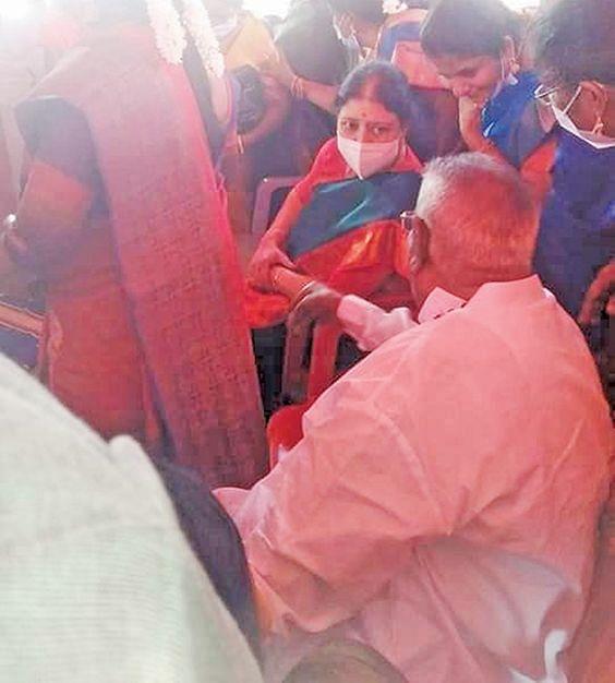 திவாகரனுக்கு ஆப்பு... எடப்பாடிக்கு வெயிட்டிங்... சைலன்ட் ஆகாத சசிகலா!