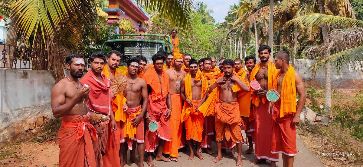 சிவாலய ஓட்டத்துக்கு புறப்படும் பக்தர்கள்