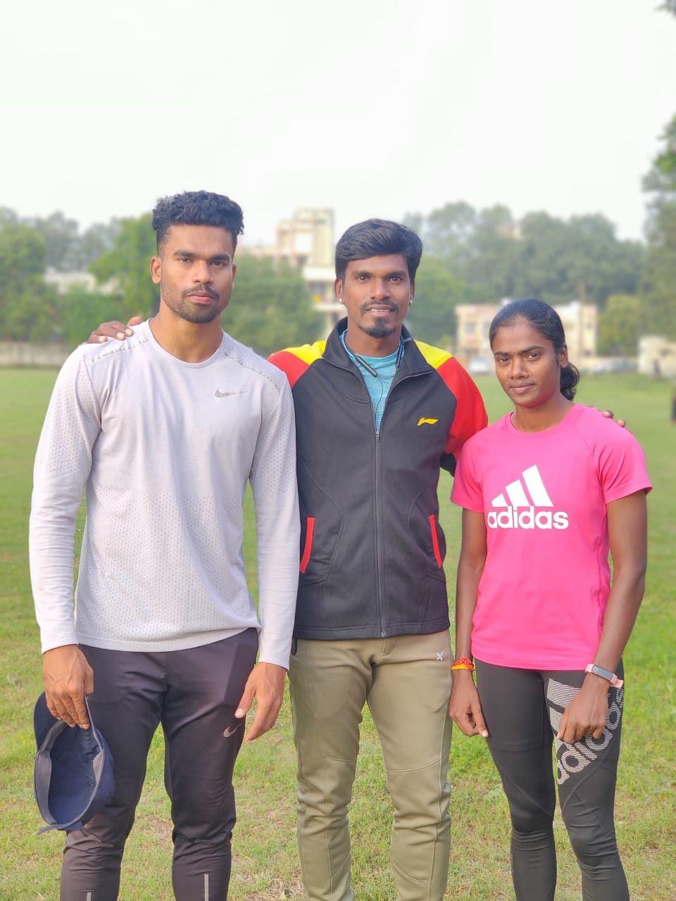 Dhanalakshmi with coach Manikandan