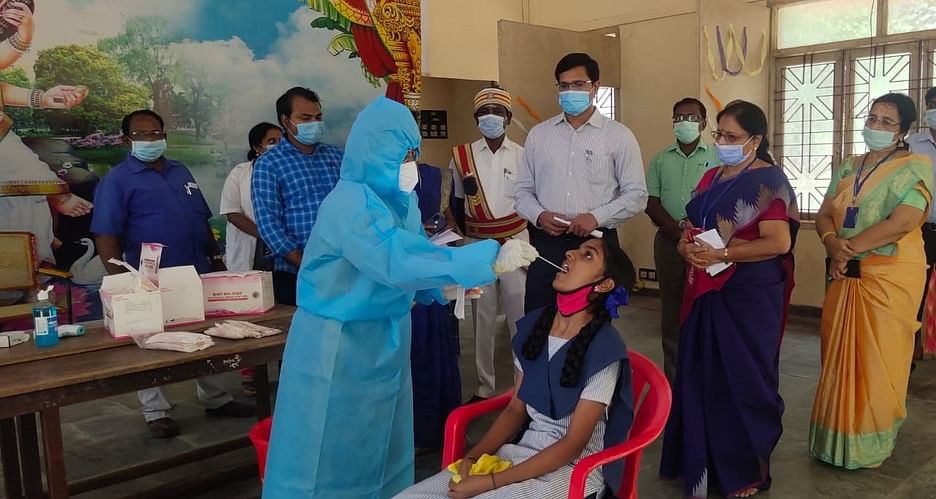 கோவை: 9-ம் வகுப்பு மாணவர்கள் மூவருக்கு கொரோனா உறுதி! - 3 நாள்களுக்குப்  பள்ளியை மூட உத்தரவு   9 students tested positive for corona in Coimbatore