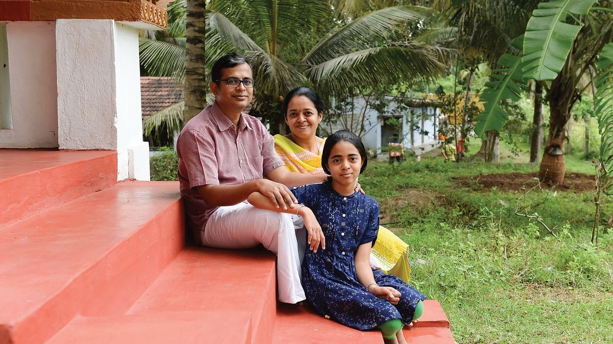 மகளுடன் த.கண்ணன் – நித்யா