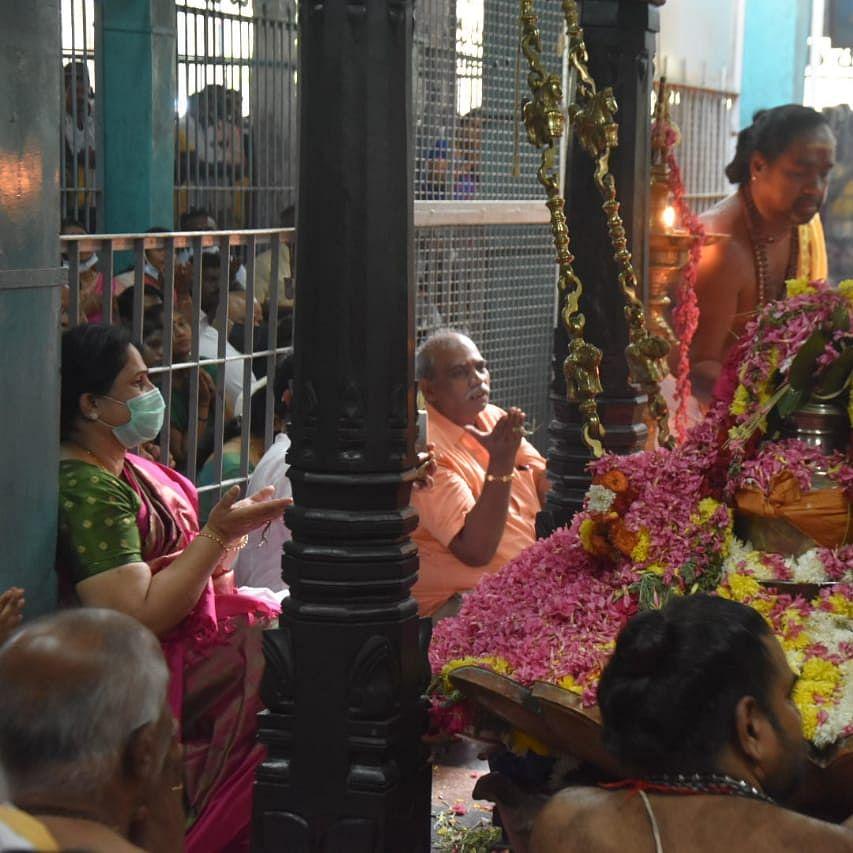 யாக பூஜையில் எடப்படி பழனிசாமி மனைவி ராதா