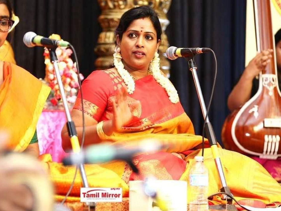 இசையுடன் வளர்கிறது மொழி! - கனடாவில் ஒரு கானக்குயில்... சாருமதி மனோகாந்தன்