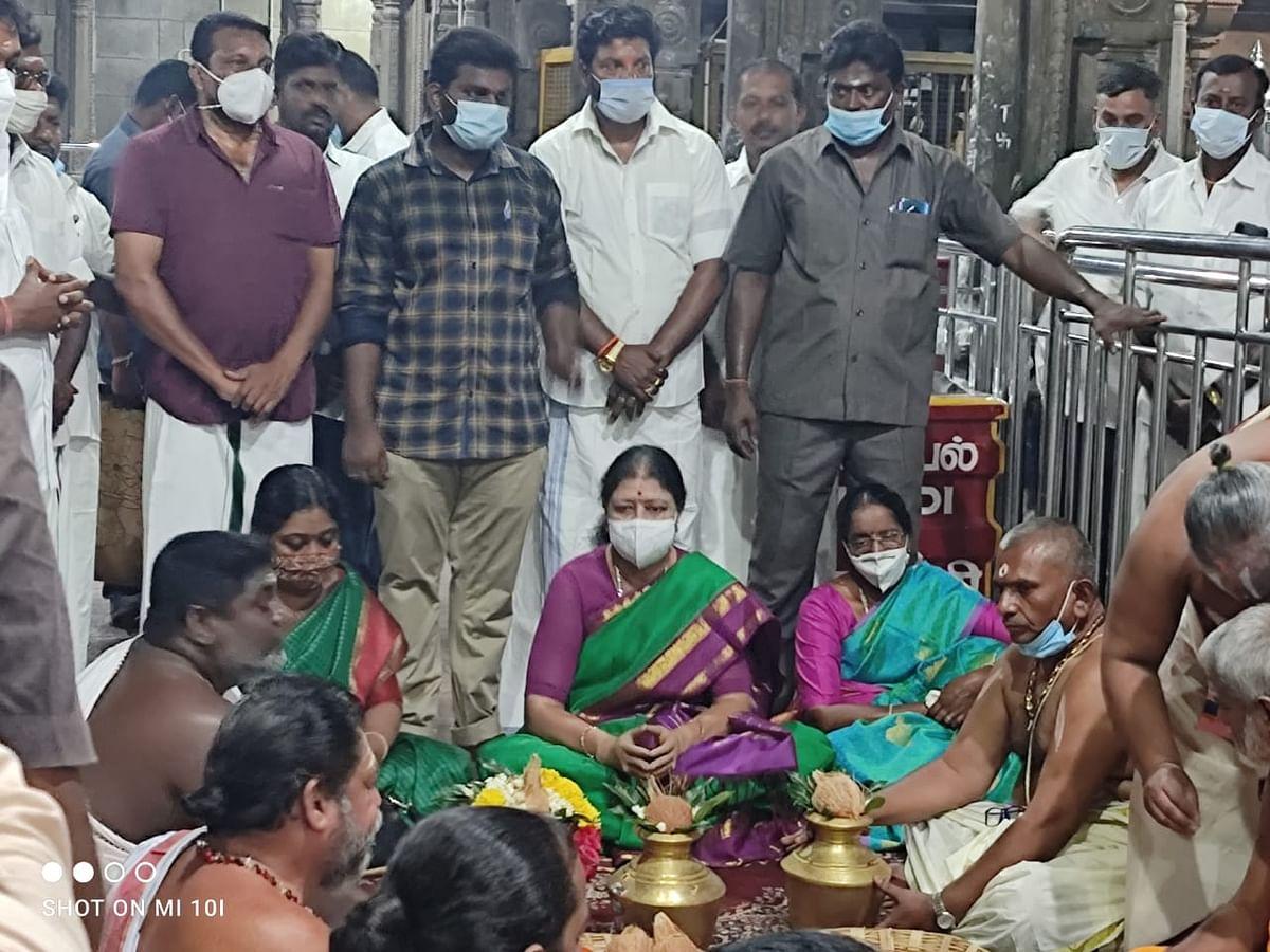 ராமேஸ்வரம் கோயிலில் சசிகலா
